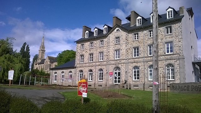 Lycée de St Ilan.jpg